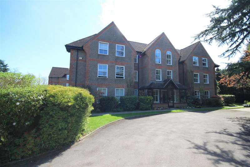 2 Bedrooms Flat for sale in West Drive, Sonning, Reading