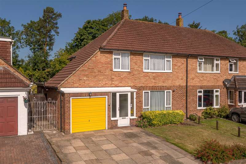 3 Bedrooms Semi Detached House for sale in Westway Gardens, Redhill, Surrey, RH1