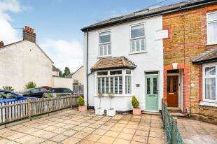 3 Bedrooms Semi Detached House for sale in Monson Road, Redhill, Surrey, United Kingdom