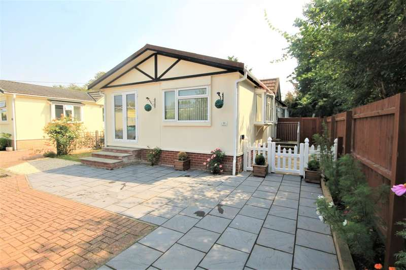 2 Bedrooms Park Home Mobile Home for sale in Flagship Park, Flag Hill, Great Bentley