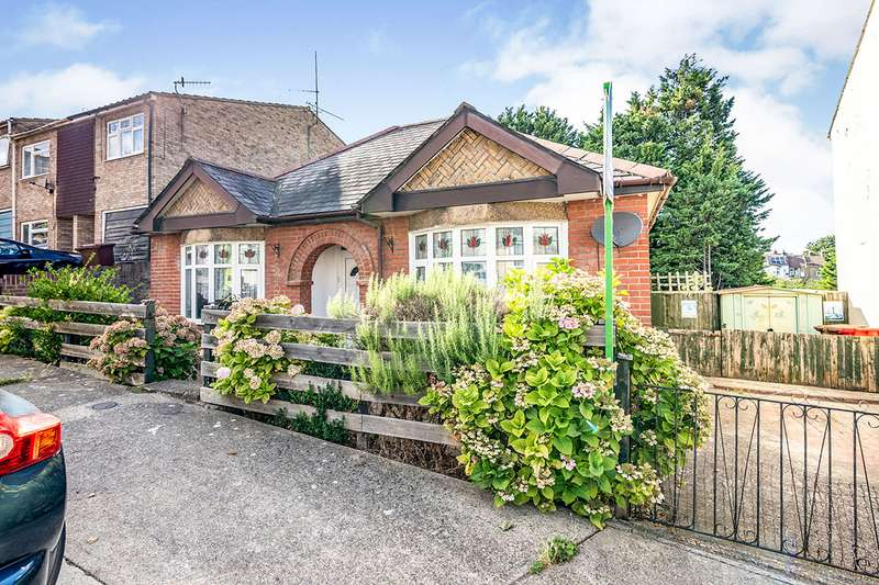 3 Bedrooms Detached Bungalow for sale in Dagmar Road, Chatham, Kent, ME4