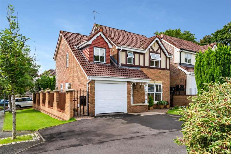 4 Bedrooms Detached House for sale in Oakworth Drive, Sharples, Bolton