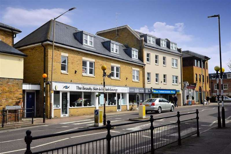 2 Bedrooms Flat for sale in Station Road, Epping