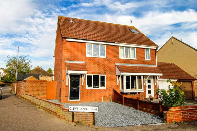 2 Bedrooms Semi Detached House for sale in Cleveland Close, Highwoods, Colchester, CO4