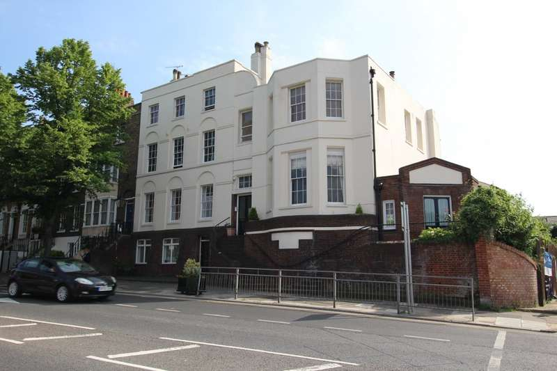 2 Bedrooms Maisonette Flat for sale in New Road, Chatham, Kent, ME4