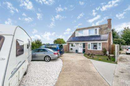 3 Bedrooms Detached House for sale in Holland On Sea, Clacton On Sea, Essex