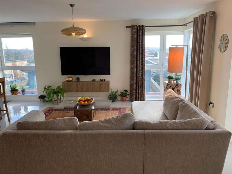 3 Bedrooms Apartment Flat for sale in Catalonia Metropolitan Station Approach, Watford