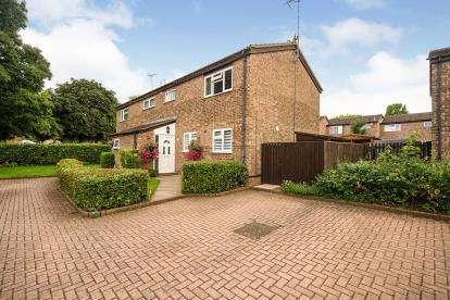 3 Bedrooms Semi Detached House for sale in Stirling Close, Stevenage, Hertfordshire