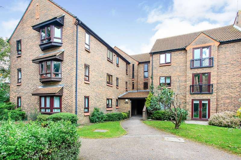 3 Bedrooms Apartment Flat for sale in Ballinger Court, Halsey Road, Watford, Hertfordshire, WD18