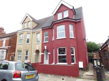 4 Bedrooms Semi Detached House for sale in Rutland Road, Bedford, Bedfordshire