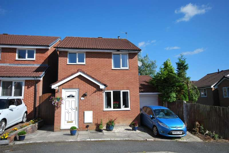 4 Bedrooms Detached House for sale in 24, Falstone Avenue, Ramsbottom