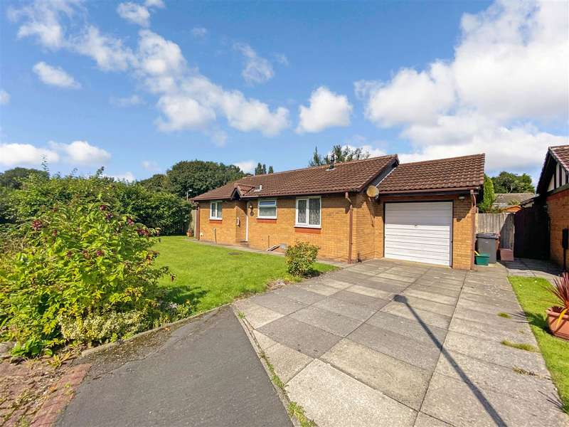 2 Bedrooms Bungalow for sale in Oakfield Drive, Leyland