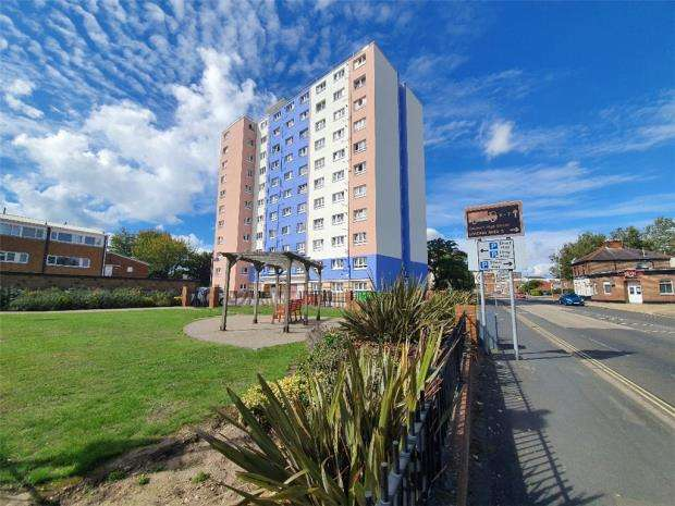 2 Bedrooms Apartment Flat for sale in Blake Court, South Street, Gosport