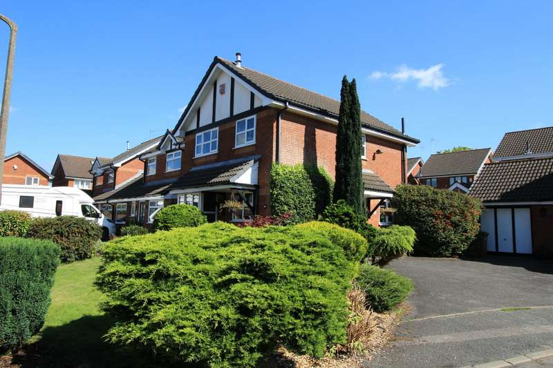 3 Bedrooms Detached House for sale in Spey Close, Leyland, PR25