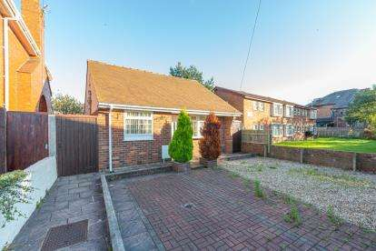 3 Bedrooms Bungalow for sale in Wanstead Crescent, Blackpool, Lancashire, ., FY4
