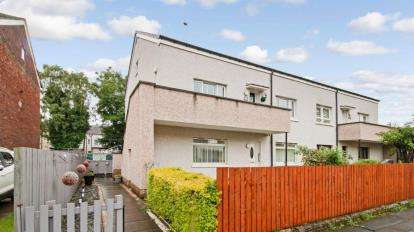 3 Bedrooms Flat for sale in Moorpark Drive, Glasgow, Lanarkshire