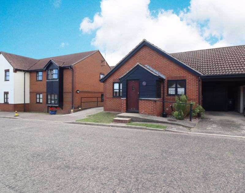 2 Bedrooms Property for sale in Springfields, Brighlingsea