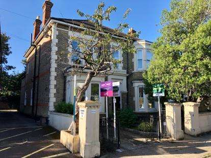 2 Bedrooms Flat for sale in Southsea, Hampshire, England