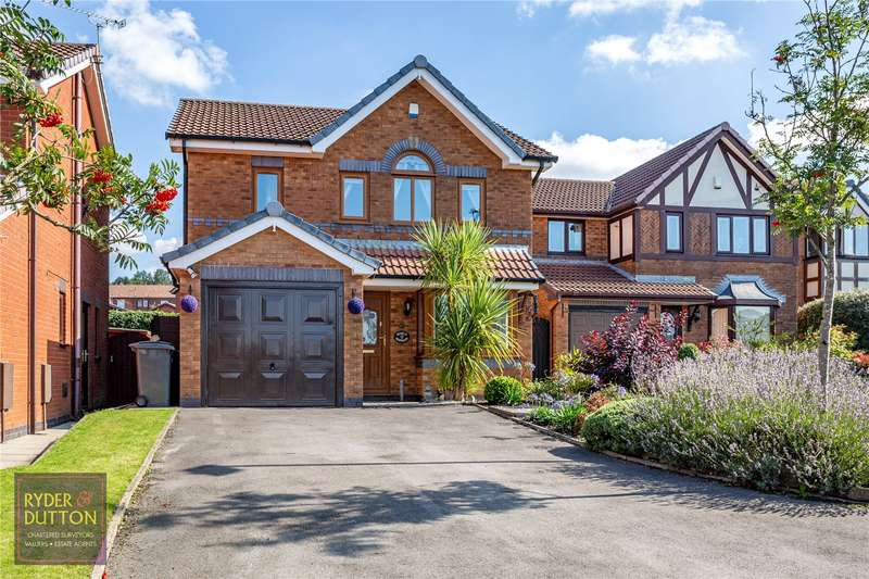 3 Bedrooms Detached House for sale in Hutchins Lane, Moorside, Oldham, Greater Manchester, OL4