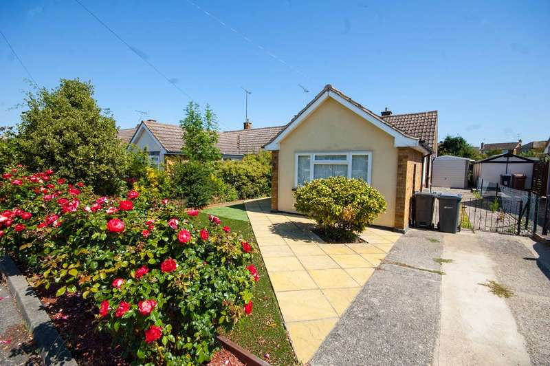 2 Bedrooms Semi Detached Bungalow for sale in Bridport Road, Old Springfield, Chelmsford, CM1