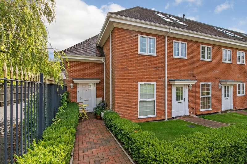 2 Bedrooms Maisonette Flat for sale in Southdown Place, Shepherds Lane, Compton, Winchester, SO21