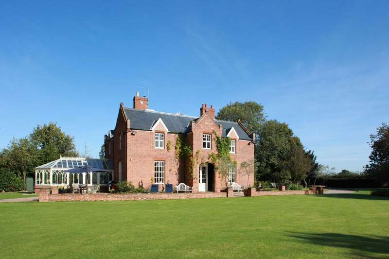 6 Bedrooms Manor House Character Property for sale in Belsey Bridge Road, Ditchingham