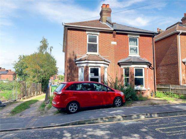 2 Bedrooms Semi Detached House for sale in Tremona Road, Southampton, Hampshire