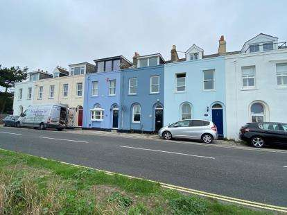 4 Bedrooms Terraced House for sale in Hayling Island, Hampshire, .