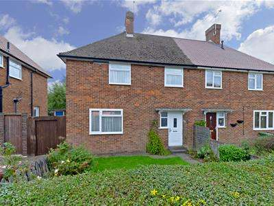 3 Bedrooms Semi Detached House for sale in Hartforde Road, Borehamwood