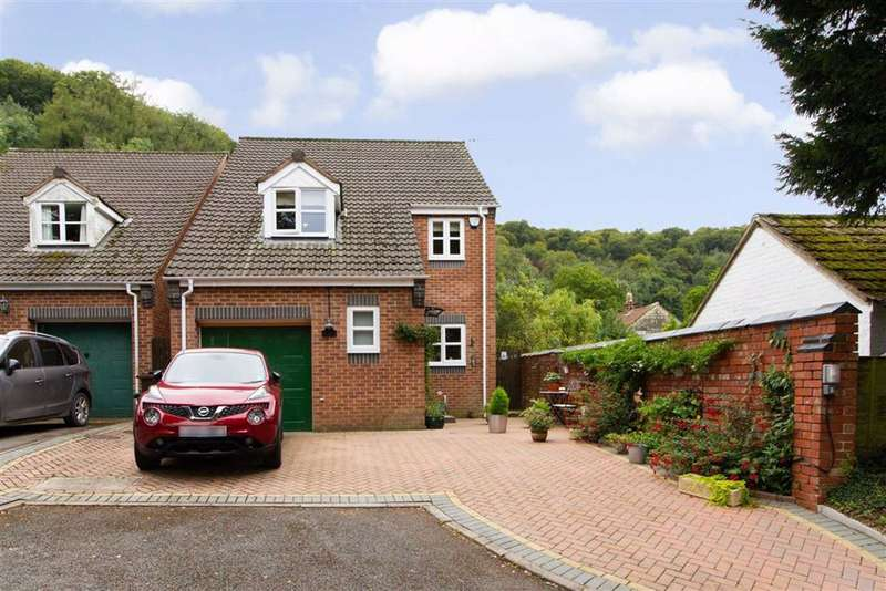 4 Bedrooms Detached House for sale in April Close, Dursley, GL11