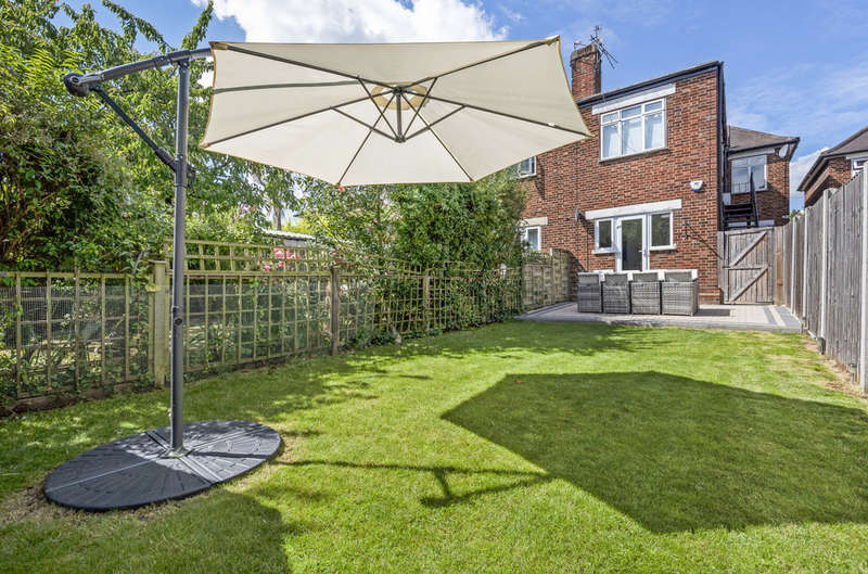 2 Bedrooms Ground Maisonette Flat for sale in Parkview Road, New Eltham, SE9