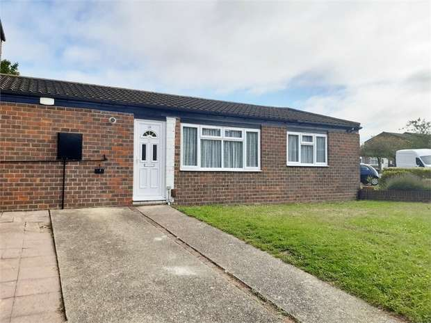 1 Bedroom End Of Terrace House for sale in Margaret Close, WALTHAM ABBEY, Essex