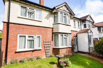 4 Bedrooms Semi Detached House for sale in North Western Avenue, Watford, Hertfordshire