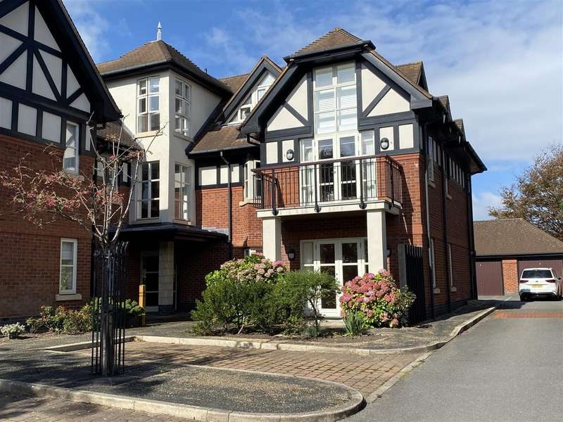 3 Bedrooms Apartment Flat for sale in The Royals, Links Gate, Lytham St Annes
