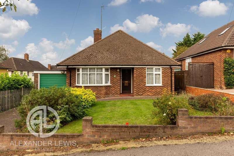 2 Bedrooms Bungalow for sale in Wheat Hill, Letchworth Garden City, SG6 4HH