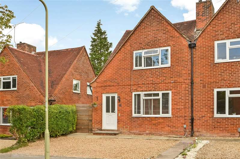 2 Bedrooms Semi Detached House for sale in Stuart Crescent, Winchester, Hampshire, SO22