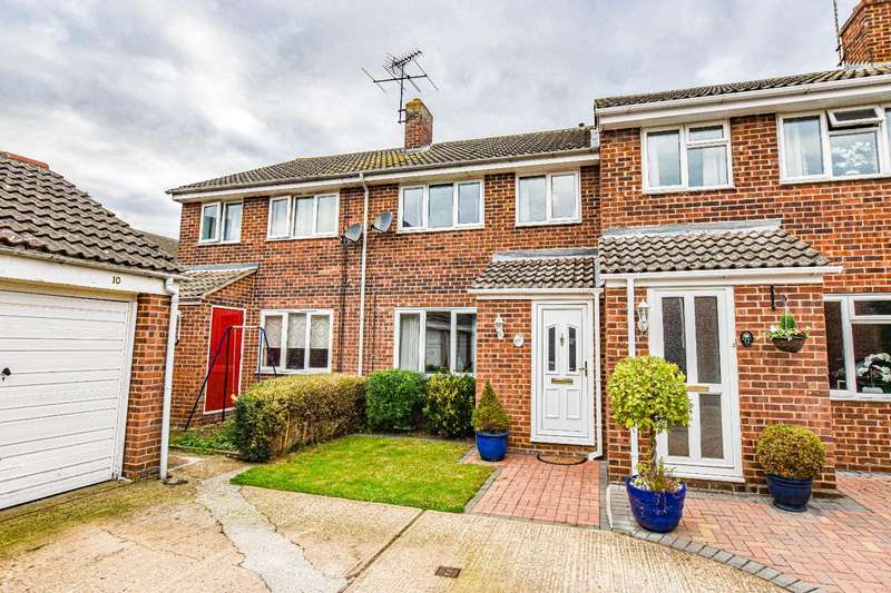 3 Bedrooms Terraced House for sale in Rayfield Close, Barnston, Dunmow