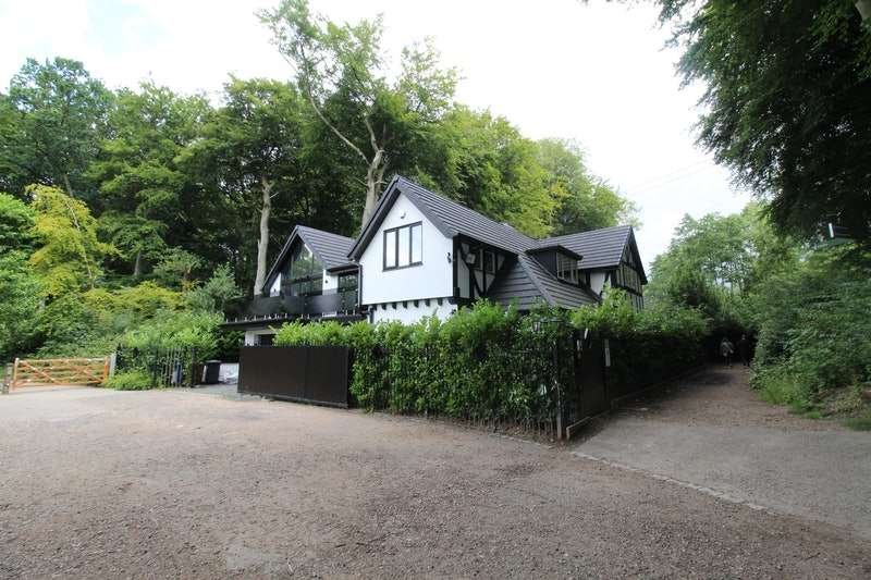 4 Bedrooms Detached House for sale in Old Warke Dam, Manchester, Greater Manchester, M28