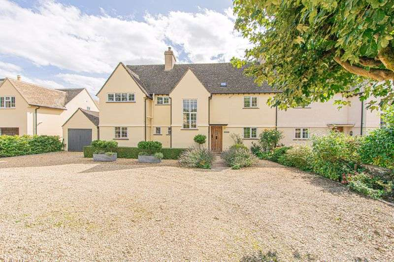 4 Bedrooms Property for sale in Cirencester Road, Tetbury
