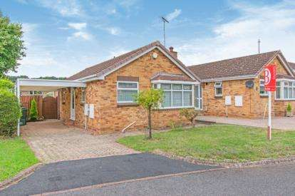 2 Bedrooms Bungalow for sale in Gleneagles Drive, Doncaster