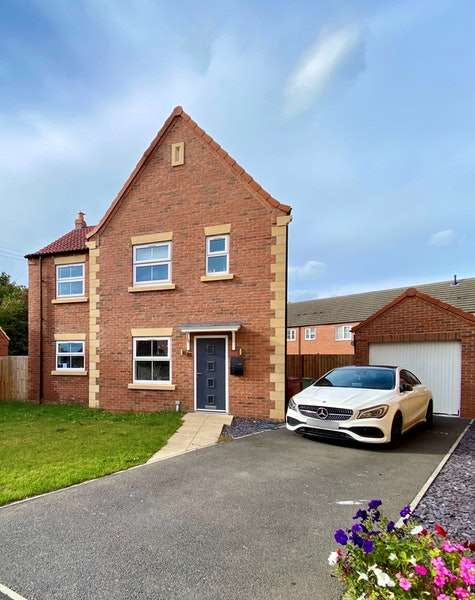 4 Bedrooms Detached House for sale in Axholme Drive, Doncaster, Lincolnshire, DN9