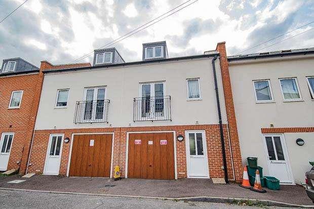 3 Bedrooms Town House for sale in Stoneville Street, Cheltenham, GL51 8PH