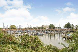 2 Bedrooms Flat for sale in Marina Heights, Pearl Lane, Gillingham, Kent