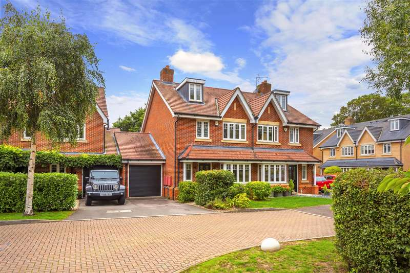 4 Bedrooms Semi Detached House for sale in Meath Gardens, Horley