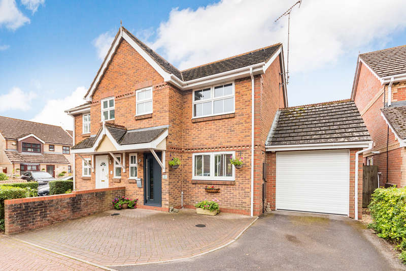 3 Bedrooms Semi Detached House for sale in Sycamore Court, Ringwood, Hampshire