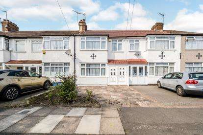 3 Bedrooms Terraced House for sale in Clayhall, Ilford, Clayhall