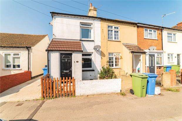 2 Bedrooms End Of Terrace House for sale in Lower Farnham Road, Aldershot, Hampshire