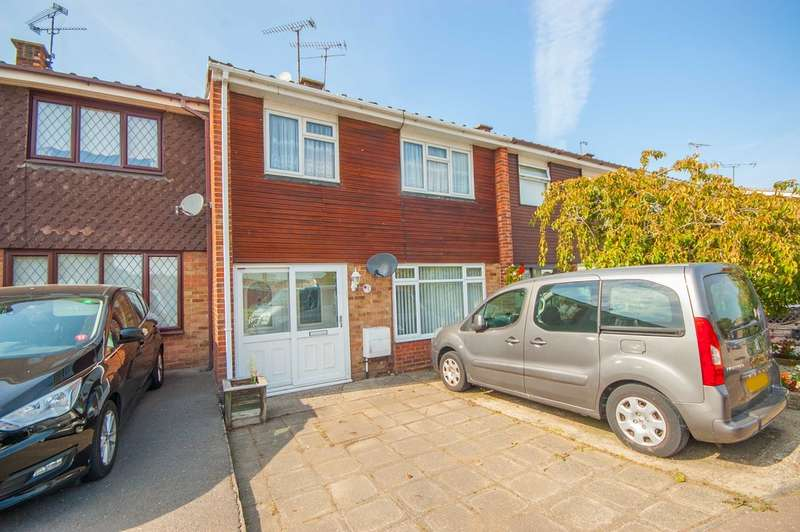 3 Bedrooms Terraced House for sale in Dorset Avenue, Great Baddow, Chelmsford, CM2