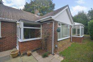 3 Bedrooms Bungalow for sale in Fir Tree Hill, Woodnesborough, Sandwich, Kent