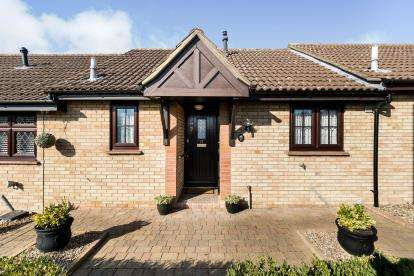1 Bedroom Bungalow for sale in Hainault, Essex, Hainault